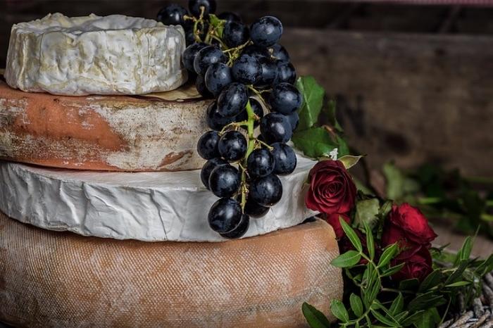 白い食材 チーズ