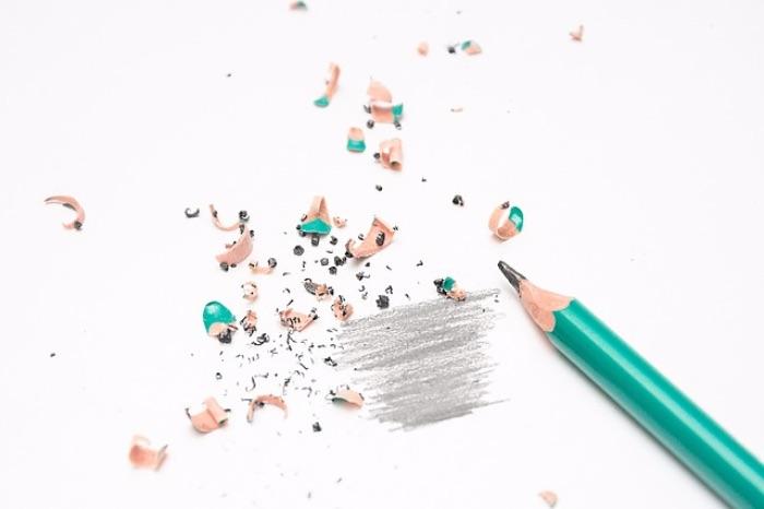 鉛筆をなめるの意味は2つ